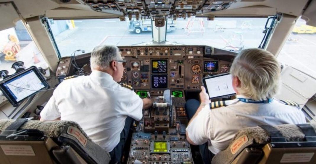 Role Of Technology In In-Flight Communications
